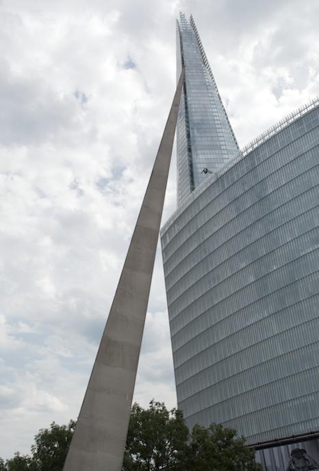 spike-monument-london-bridge-megabus-tour