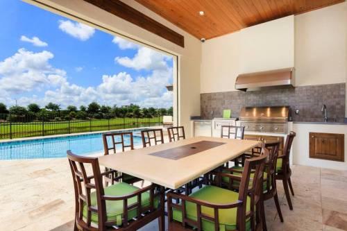 florida-airbnb-pool